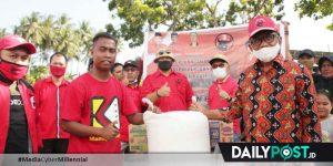 Bupati Darwis Bantu Korban Banjir Bandang di Bone Bolango