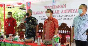Bupati & Wabup Minsel Serahkan Piagam Sekolah 'Adiwiyata' Tingkat Provinsi Sulut