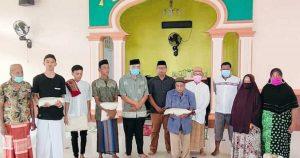 Remaja Masjid Darussalam Molosipat W Tebar Kebaikan, 155 Kg Beras Diserahkan Ke Kaum Dhuafa