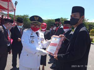 Bupati Indra Yasin Beri Penghargaan Kepada Komponen Gorontalo Utara yang Perkokoh Persatuan